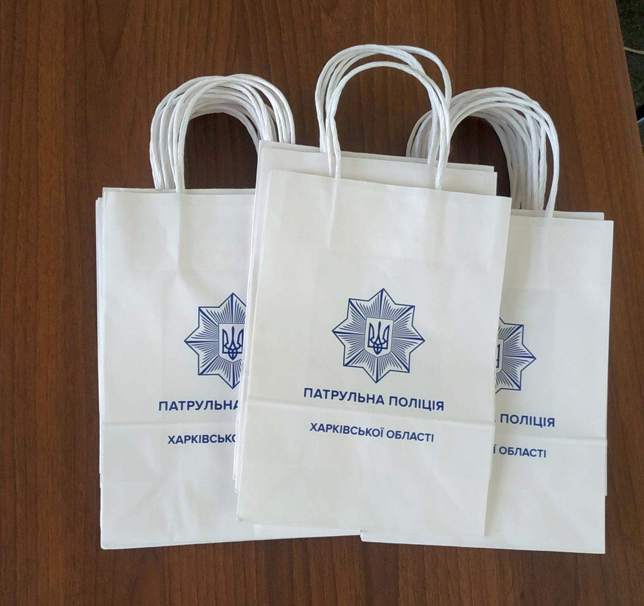 Пакети з білого крафт-паперу з логотипом